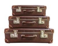 Maleta marrón de tres vintages en el fondo blanco Fotografía de archivo