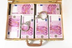 Maleta por completo de billetes de banco Fotos de archivo libres de regalías