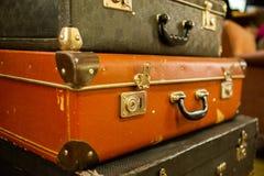 Maletas clásicas viejas del cuero del viaje del vintage Concepto del equipaje del viaje Foto retra del estilo del instagram imagen de archivo libre de regalías