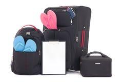 Maletas y mochila negras del viaje con la ropa, ISO de la lista de control Imagen de archivo libre de regalías
