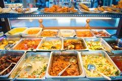 Malezja - 10 2017 Luty: kurs jedzący z ryż w lokalny ponownym fotografia stock
