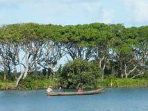 Malgache nativo en el barco imagen de archivo