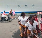 Malgasci che ballano nel porto marittimo Toamasina, Madagascar Immagine Stock Libera da Diritti