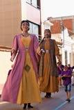 Malgrat de marcha, Cataluña, España, agosto de 2018 Figuras del carnaval en colores amarillos y rojos imagen de archivo libre de regalías