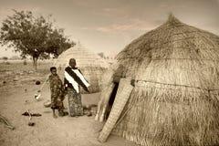 Mali, afryka zachodnia - Styczeń 25, 1992: Peul wioska i typowy m Obraz Stock