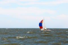 Mali żaglówka jachty przy morzem Obraz Royalty Free