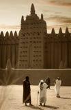 Mali, Djenne - 25 de janeiro de 1992: Mesquitas construídas inteiramente da argila Fotografia de Stock Royalty Free