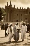 Mali, Djenne - 25 de janeiro de 1992: Mesquitas construídas inteiramente da argila Imagens de Stock