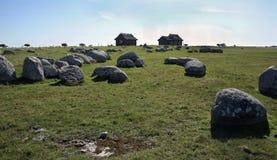 Mali domy i ampuła kamienie obraz royalty free