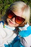 mali dziewczyna okulary przeciwsłoneczne zdjęcia stock
