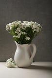 Mali eleganccy kwiaty w wazie Zdjęcie Stock