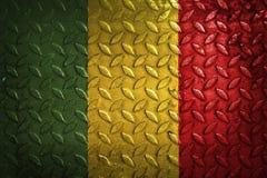 Mali flagga, metalltextur på bakgrund Arkivfoton