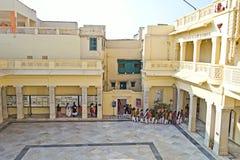 Mali goście w Kirti Mandir zdjęcie stock