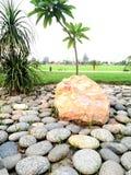 Mali kamienie w parku i ampuła fotografia stock