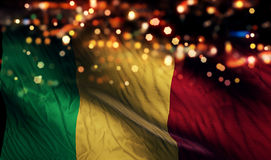 Mali National Flag Light Night Bokeh abstrakt begreppbakgrund Arkivfoton