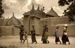 Mali, Peul p i Fulani, afryka zachodnia - Dogon wiosek borowinowi domy, Obrazy Stock