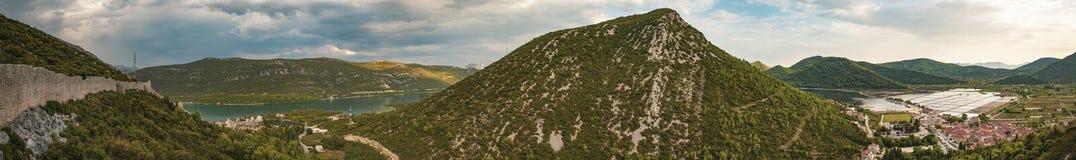 Mali Ston zu Ston-Panorama Mittelalterliche Stadt Mali Ston in Dubrovnik-Bereich am einem Ende der Welt bekannten Ston-Wände An z lizenzfreie stockbilder