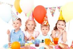 Mali szczęśliwi dzieci z kolorowymi balonami Obraz Stock
