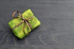 Mali zieleni prezentów pudełka Zdjęcie Royalty Free