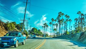 Malibu Canyon Road på en solig dag Arkivfoto