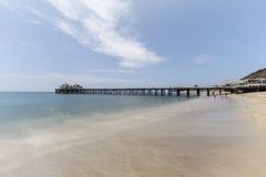 Malibu mola plaża z ruch plamy wodą w Południowym Kalifornia Obrazy Stock