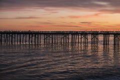 Malibu Pier Dusk nära Los Angeles Kalifornien Royaltyfria Bilder