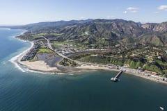 Malibu-Pier-und Surfrider-Strand-Antenne Stockbild