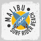 Malibu surfent la conception de Rider Beach California Surfing Surf avec des planches de surf Logo Sign Label d'A pour le T-shirt illustration stock