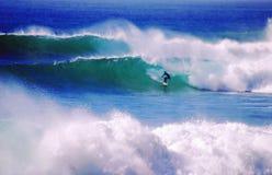 malibuen surfar upp Fotografering för Bildbyråer