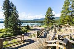 Maligne湖停泊视图班夫国家公园西部加拿大不列颠哥伦比亚省 免版税库存图片