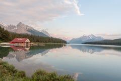 Maligne湖在贾斯珀国家公园,亚伯大,加拿大-股票 库存图片