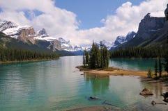 Maligne湖是一个湖在贾斯珀国家公园,亚伯大,加拿大 免版税库存图片