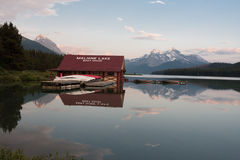 Maligne lake in Jasper national park, Alberta, Canada  -  Stock Royalty Free Stock Photography