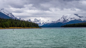 Maligne Lake in Jasper National Park in Canada with the Elizabeth Range Stock Photo