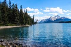 Maligne lake, Jaspernationalpark Arkivfoto