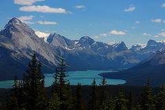Maligne Lake Mountain Panorama. A blue sky with a wide panorama of the Canadian Rockies and Maligne Lake can be seen on this rewarding day hike near Maligne Lake Stock Photo