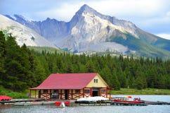 Malignemeer, Rocky Mountains, Westelijk Canada royalty-vrije stock afbeelding