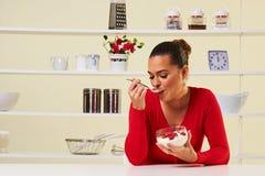 Malinki przekąski zdrowie zdrowej diety ciężaru straty kremowy jogurt Zdjęcia Stock