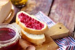 Malinowy dżem z chlebem zdjęcie royalty free