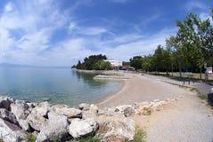 Malinska Pebble Beach på ön Krk i Kroatien Arkivfoton