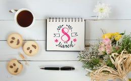 Mall för anmärkning för hälsning för bokstäver för hand för dag för kvinna` s Royaltyfri Foto