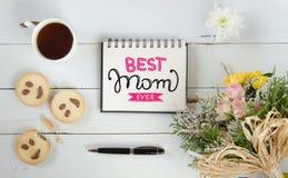 Mall för anmärkning för hälsning för dag för kvinna` s med bokstäver Royaltyfri Foto