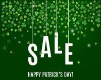 Mall för baner för försäljning för dag för Patrick ` s med treklöversidor på mörker - grön bakgrund vektor Arkivbild