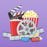 Mall för bioaffischdesign Filmfilmrulle och remsa, popcorn, clapperbräde, sodavattentakeaway, exponeringsglas 3d Arkivbilder