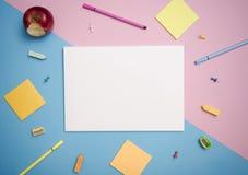 Mall för pappers- modell och skolabrevpapper Täcka designen arkivfoton