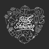 Mall för svart tavla för baby showerinbjudan Hand dragen tappningillustration Arkivbild