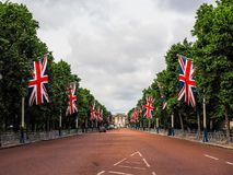 Mall in London, hdr. LONDON, UK - CIRCA JUNE 2017: The Mall links Trafalgar Square to Buckingham Palace, high dynamic range Royalty Free Stock Photos