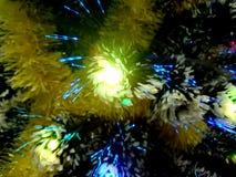 Malla del Año Nuevo con las luces de neón en un primer del árbol de navidad Fotografía de archivo