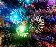 Malla del Año Nuevo con las luces de neón en un primer del árbol de navidad Fotografía de archivo libre de regalías