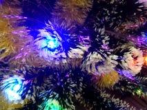 Malla del Año Nuevo con las luces de neón en un primer del árbol de navidad Fotos de archivo libres de regalías